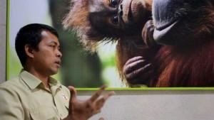 Bersama-Panut-Hadisiswoyo-Pemilik-Yayasan-Orangutan-SUmatera-Lestari-Orangutan-Information-Centre-YOSL-OIC
