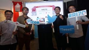 Hikmat Hardono, Direktur Eksekutif Indonesia Mengajar, Wahyu Aditya, komikus, Teguh Wicaksono, Manajer Kerja Sama Twitter Indonesia, dan Shafiq Pontoh, penggerak kegiatan sosial, dalam peluncuran kampanye #RI70, Rabu (12/8). Twitter meluncurkan kampanye tersebut untuk mendorong munculnya konten positif di linimasa media sosial Kompas/Didit Putra Erlangga Rahardjo (ELD)